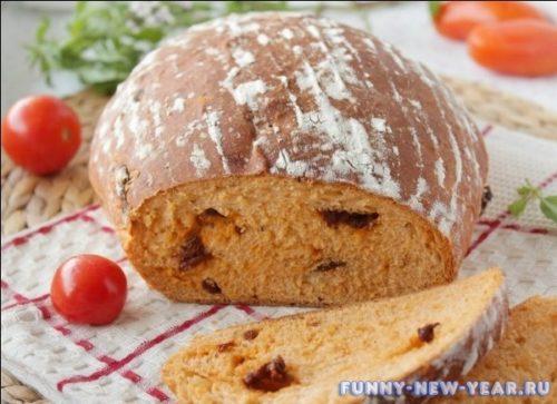 Домашний хлеб с вялеными помидорами