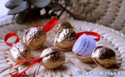Орешки с предсказаниями