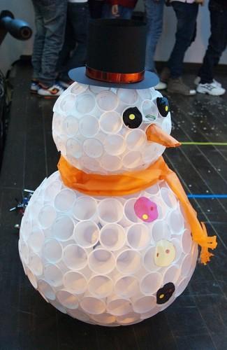 Снеговик из одноразового стаканчика