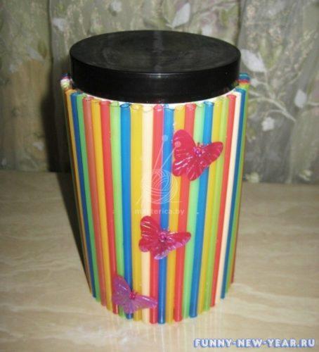 ваза из коктейльных трубочек