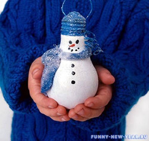 Снеговик из лампочек
