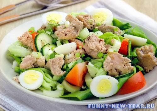 Салат из овощей с печенью трески