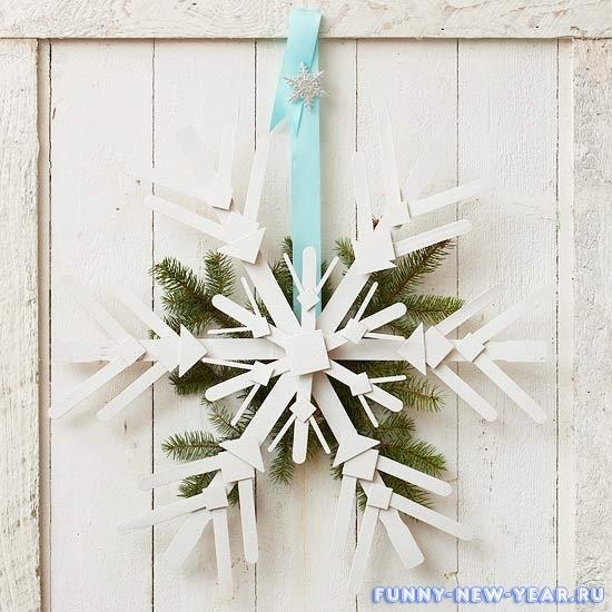 52903-Wooden-Snowflake-Door-Decoration