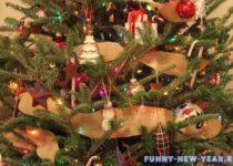 красиво развешеные игрушки на елке