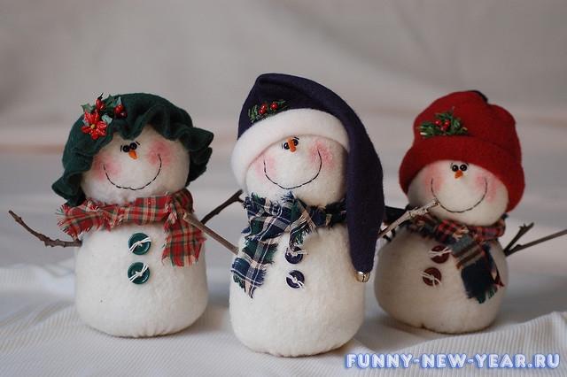 Снеговики своими руками из пенопласта