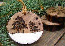 igrushka-iz-dereva-e1501260418197-210x150 Елочные игрушки своими руками: мастер класс, фото. Как сделать новогодние игрушки на елку для детского сада, на конкурс, для уличной и большой елки?