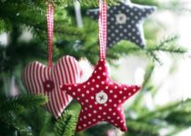novogodnie_podelki-e1501260732661-210x150 Елочные игрушки своими руками: мастер класс, фото. Как сделать новогодние игрушки на елку для детского сада, на конкурс, для уличной и большой елки?