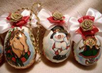 novogodnije-podelki-06-e1501260629788-210x150 Елочные игрушки своими руками: мастер класс, фото. Как сделать новогодние игрушки на елку для детского сада, на конкурс, для уличной и большой елки?