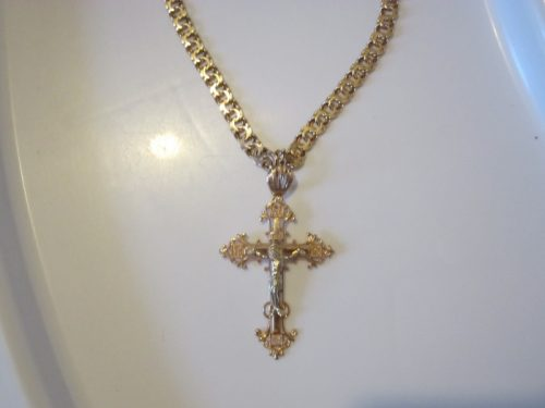 Золотая цепочка и крестик