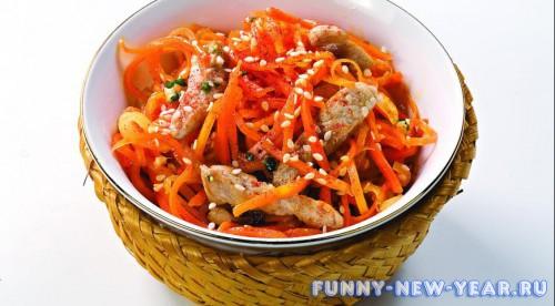 Морковный салат со свининой