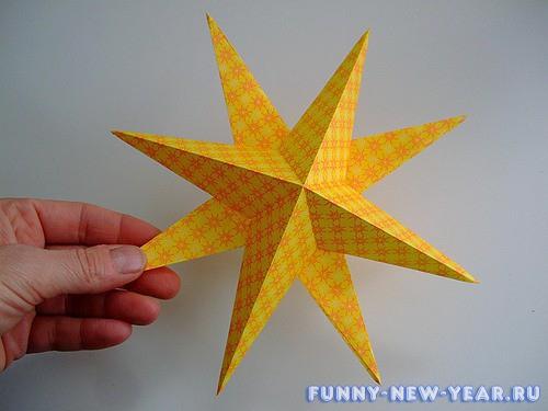 Золотые звезды из цветной бумаги