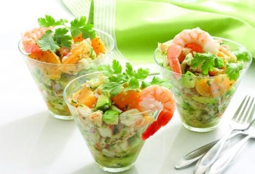 Салат-коктейль с ананасом и креветками