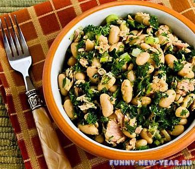 Салат с фасолью, тунцом и шпинатом