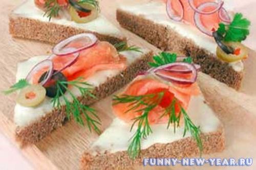 Бутерброд с красной рыбы треугольниками