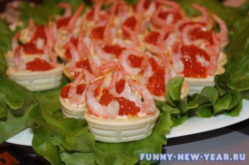 Тарталетки с крветками и йогуртным соусом