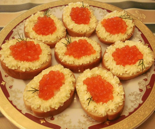 7 рецептов приготовления бутербродов с икрой на Новый год 2020