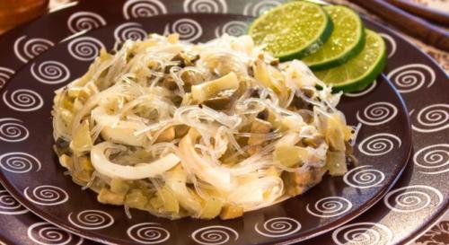 Салат с фунчозой, копчёным кальмаром