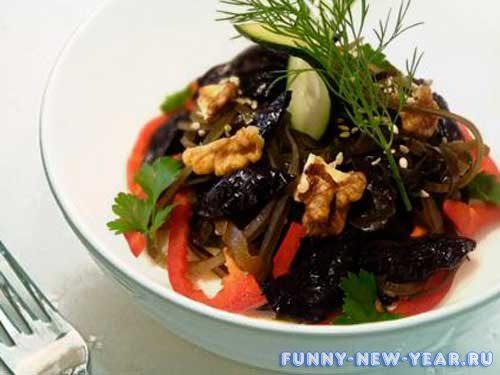 Салат из ламинарии с черносливом